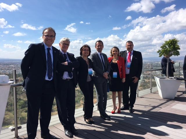 Cyril Noirtin en compagnie de représentants du comité de liaison ONG/UNESCO et de responsables du secrétariat de l'UNESCO