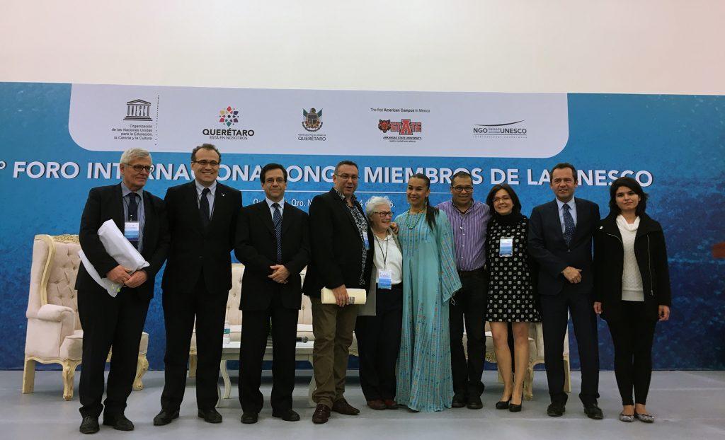 Les membres du comité d'organisation du Forum